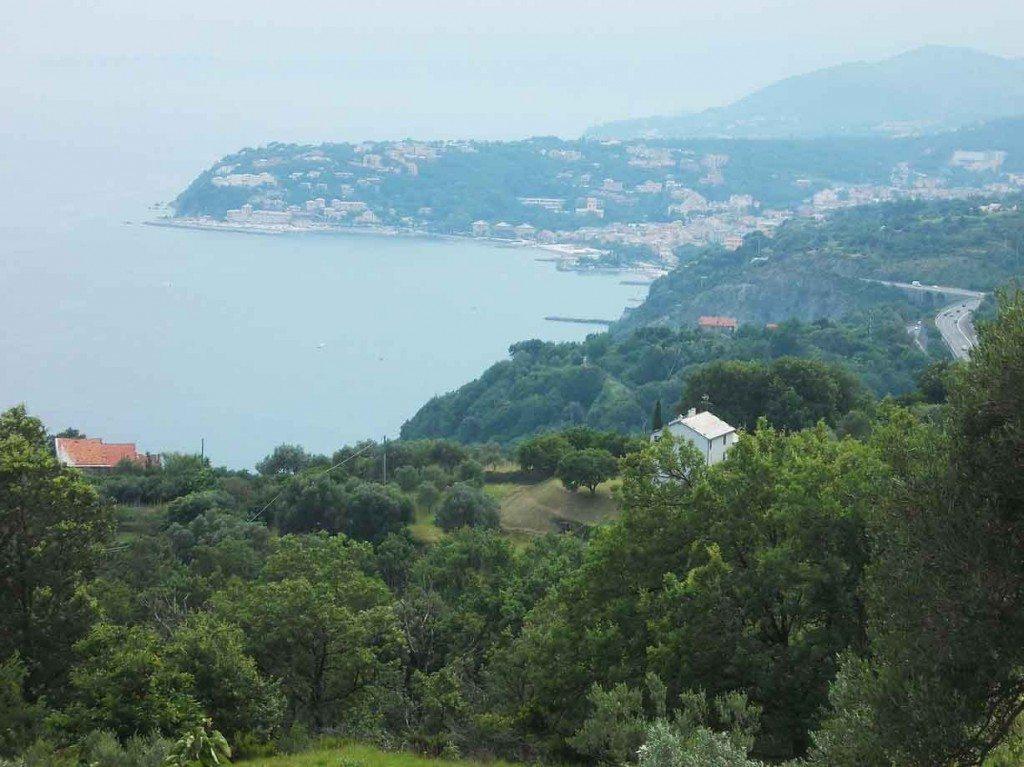 Pietre turchine sulle alture genovesi: un weekend a Crevari, tra il Parco del Beigua e la buona tavola