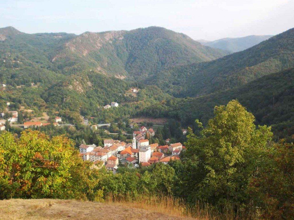 Il fascino selvaggio dell'entroterra ligure: escursioni e sport outdoor a Urbe
